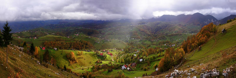 Landschap over Magura - Zarnesti, Roemenië royalty-vrije stock foto
