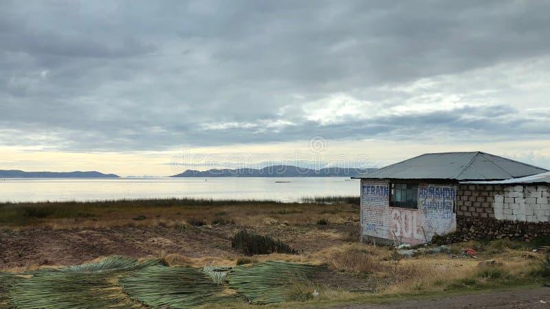 Landschap rond Meer Titicaca in Puno, Peru stock foto's