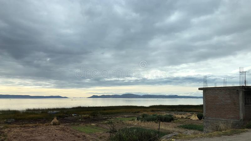 Landschap rond Meer Titicaca in Puno, Peru stock afbeeldingen
