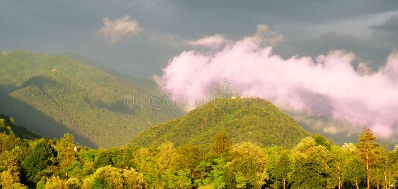 Landschap Slovenië met onweersbui stock afbeelding