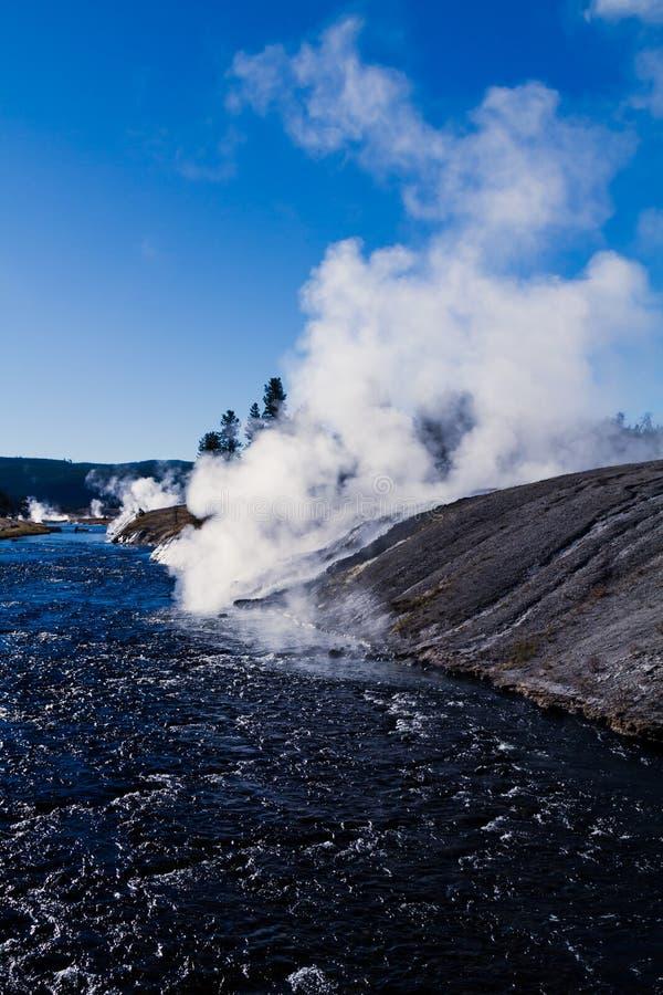 Landschap toneel van een geiserbassin in het Nationale Park van Yellowstone royalty-vrije stock afbeeldingen