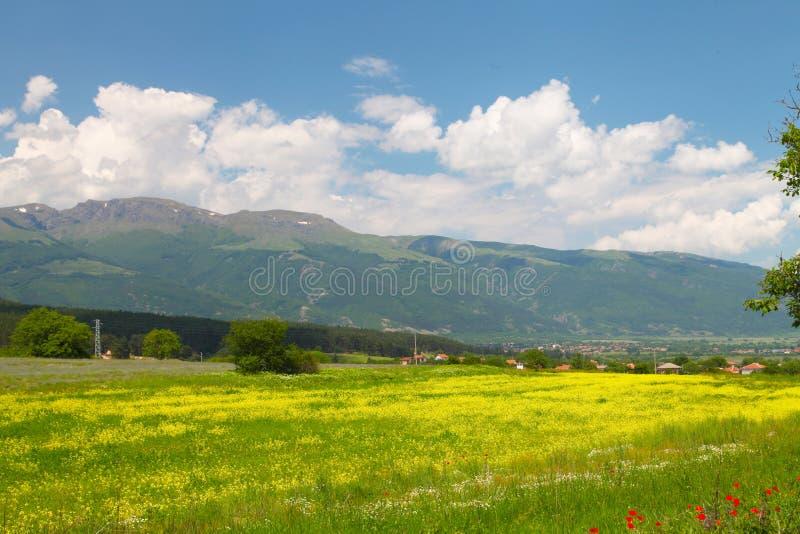 Landschap van aard dichtbij Kalofer-stad, Stara Planina, Bulgarije stock fotografie
