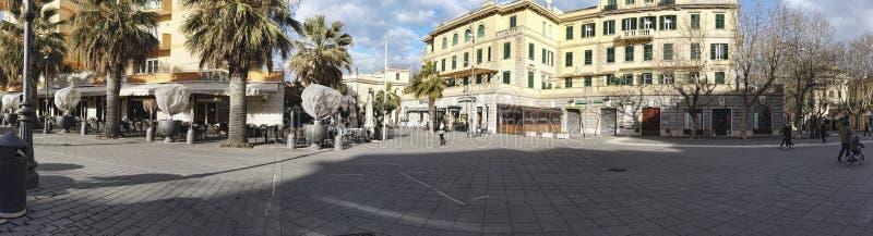 Landschap van Anco Marzio Square bij het district van Ostia Lido op het overzees van Rome - Italië stock foto's