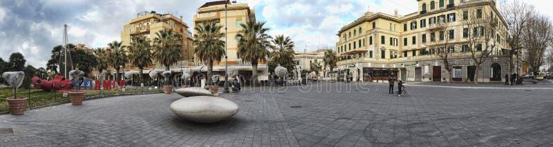 Landschap van Anco Marzio Square bij het district van Ostia Lido op het overzees van Rome - Italië stock afbeelding