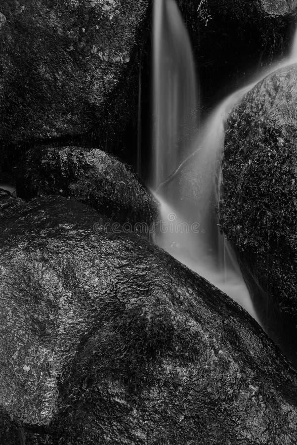 Landschap van Becky Falls-waterval in het Nationale Park Eng van Dartmoor royalty-vrije stock afbeelding