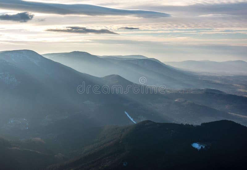 Landschap van Beskydy-Bergen in nevelig weer royalty-vrije stock foto