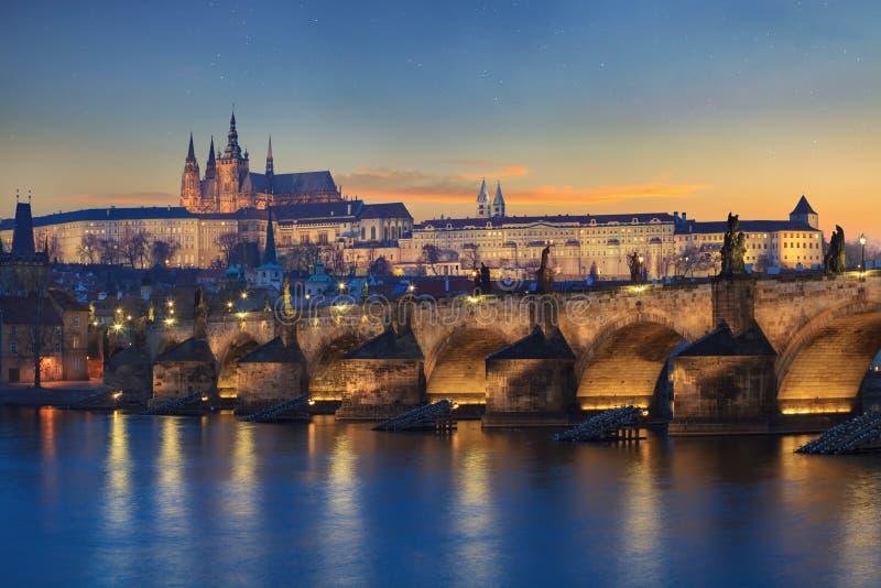 Landschap van Charles Bridge in Praag royalty-vrije stock foto's