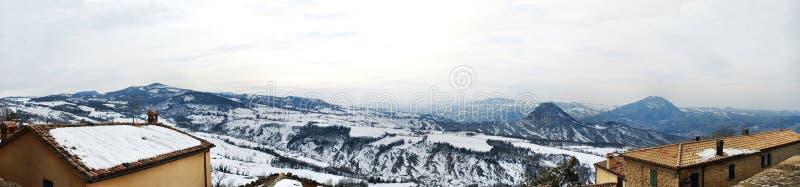 Landschap van de bergen van San Leo, Italië Weergave van het fort royalty-vrije stock fotografie
