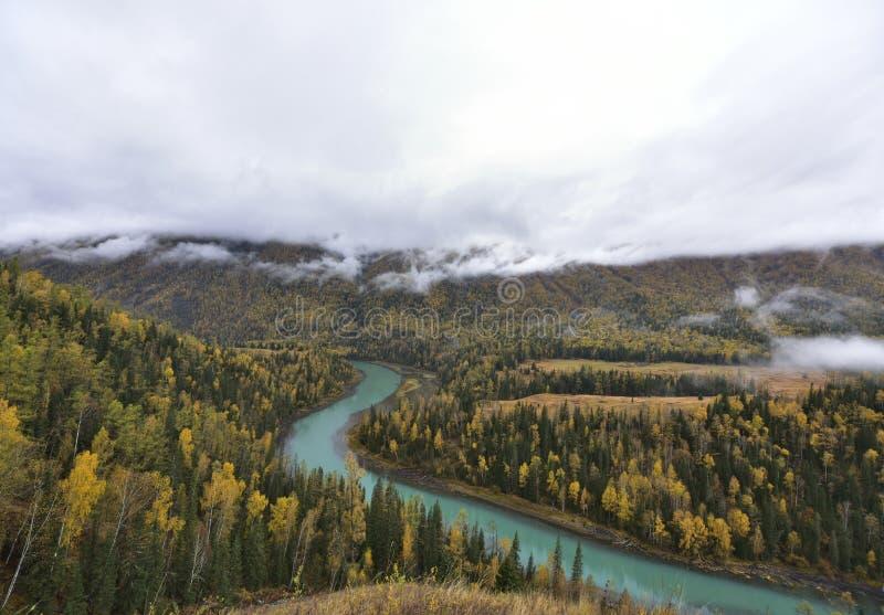 Landschap van de Kanas het toenemende baai van de herfst! royalty-vrije stock fotografie