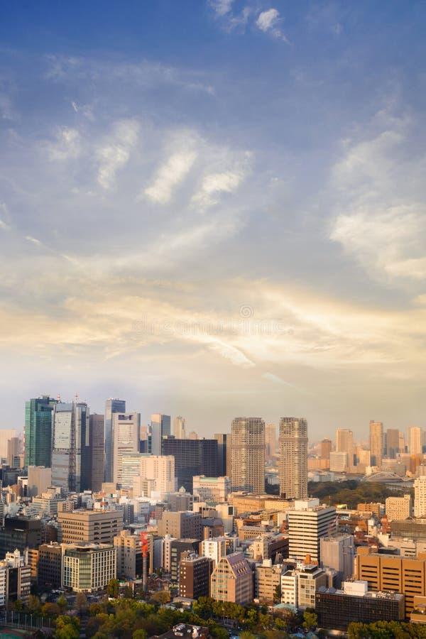 Landschap van de stadshorizon van Tokyo in Luchtmening met wolkenkrabber, stock foto's