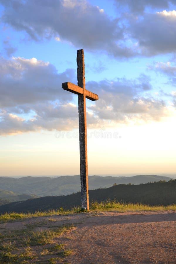 Landschap van een kruis bij schemer royalty-vrije stock foto's