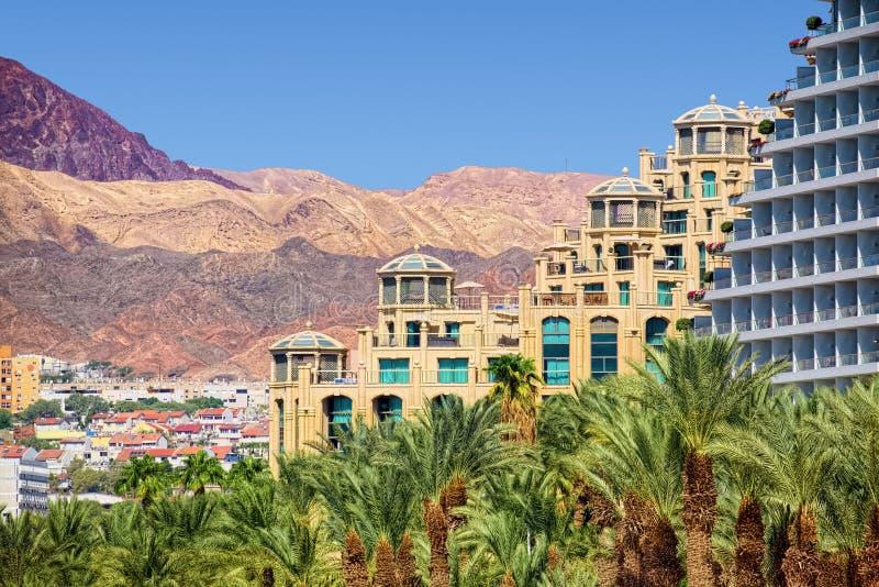 Landschap van Eilat met hotels en bergen stock afbeeldingen