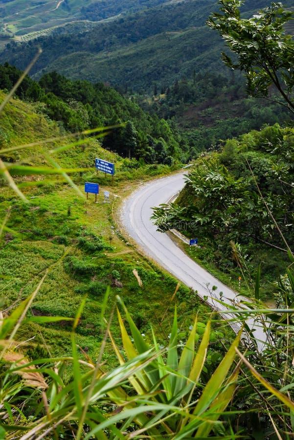 Landschap van Ha Giang, het bergachtige gebied in Vietnam Ha Giang Aangezien Ha Giang een bergachtig gebied is, is de bevolking g stock afbeelding