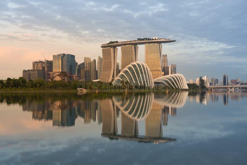 Landschap van het financiële district van Singapore in Jachthavenbaai, Zonde stock fotografie