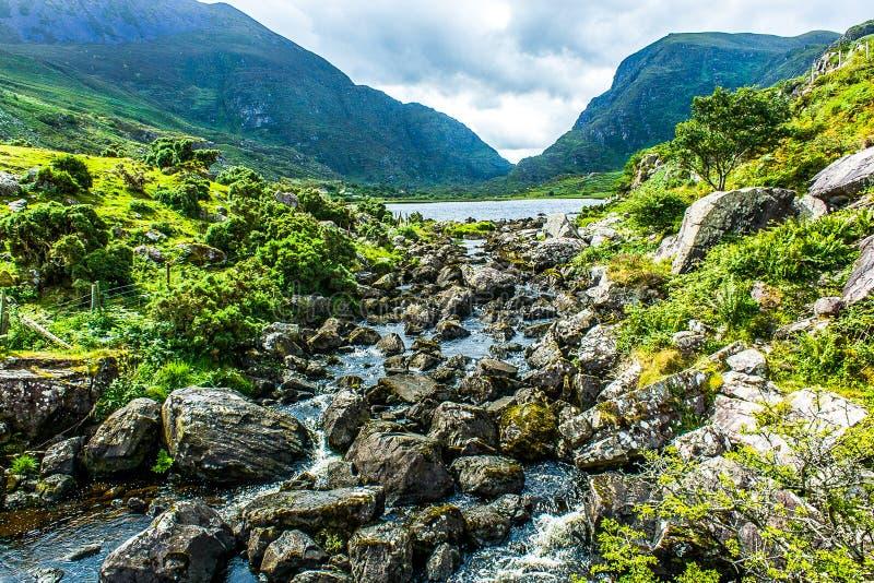 Landschap van hiaat van Dunloe in Ierland tijdens zomer stock foto's