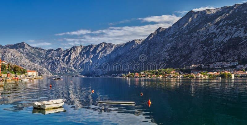 Landschap van Kotor-Baai in Montenegro Berg, overzees, aard stock foto