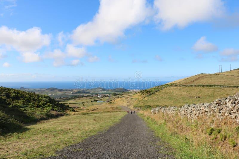 Landschap van lange weg en heuvels, Graciosa-eiland stock fotografie