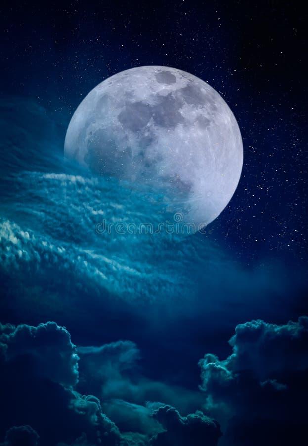 Landschap van nachthemel en heldere super maan met vele sterren stock illustratie