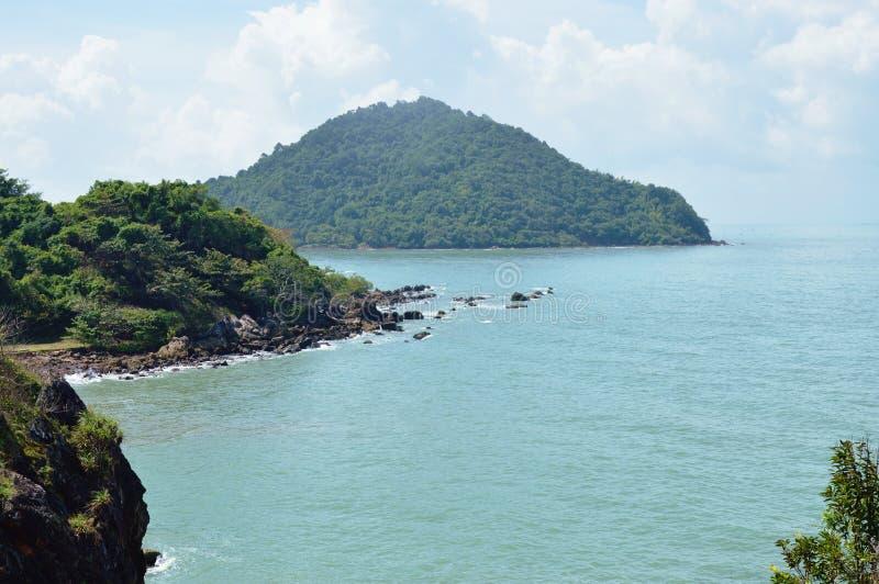 Landschap van overzees van de heuvel toneelpunt van Nang Phaya in Thailand stock foto's