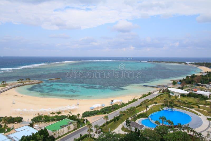 Landschap van smaragdgroen strand in Motobu, Okinawa royalty-vrije stock afbeeldingen