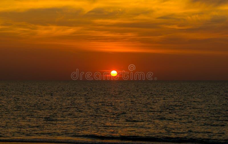 Landschap van strand van het paradijs het tropische eiland, zonsopgangschot royalty-vrije stock afbeelding
