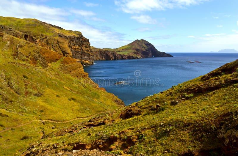 Landschap van vallei aan het overzees stock fotografie