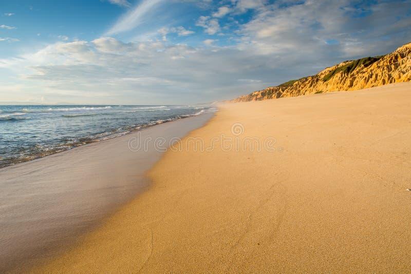 Landschap verlaten strand zonder voorwerpen of mensen royalty-vrije stock foto