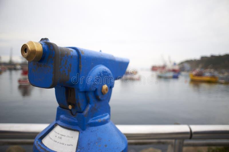 Landschappen van boten en de omgeving van de haven van San Antonio, Chili stock foto