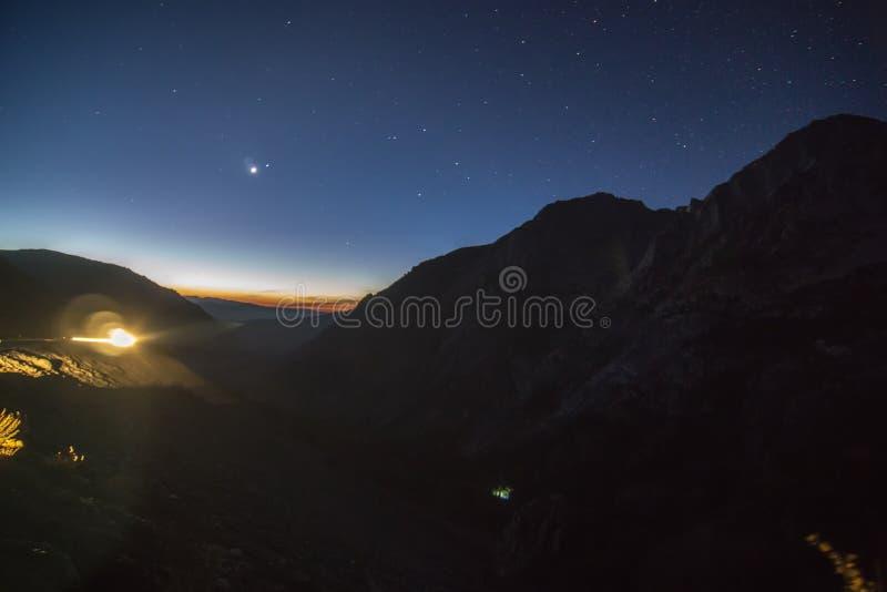 Landschappen van het Yosemite de nationale park bij nacht vroeg vóór zonsopgang stock afbeelding