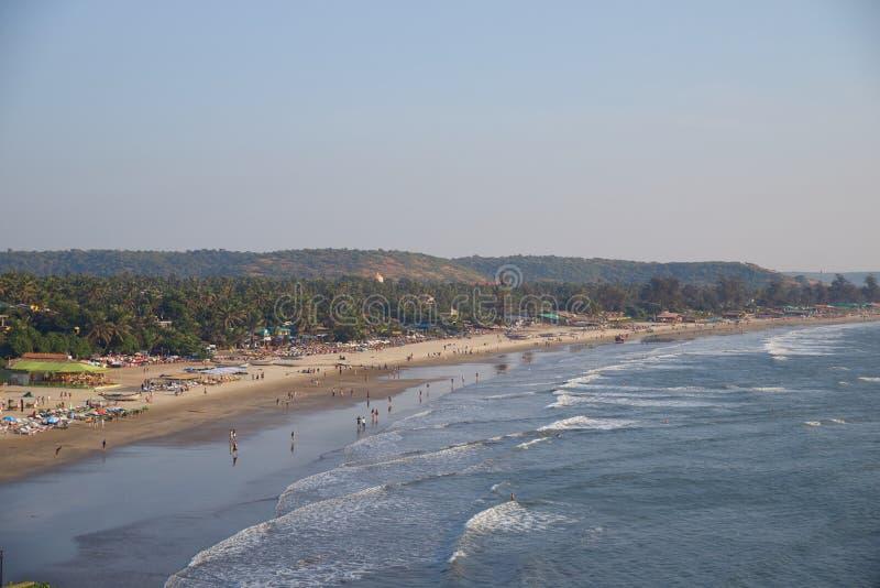 Landschapsfoto van kustlijn en zandige stranden met hoog punt in hoge resolutie stock fotografie