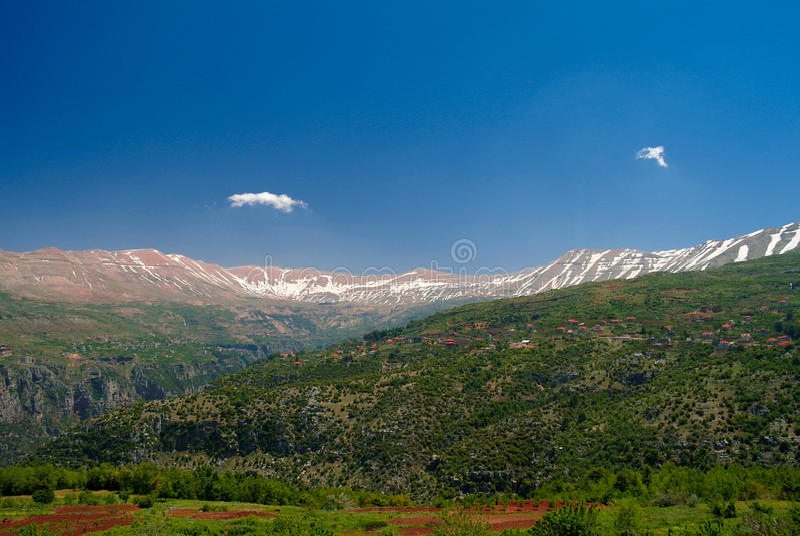 Landschapsmening aan bergen en Kadisha Valley-aka Heilige Vallei, Libanon royalty-vrije stock fotografie