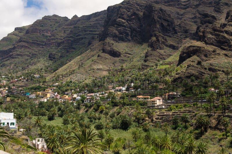 Landschapsmening over de vallei dichtbij de stad van Valle Gran Rey royalty-vrije stock afbeelding