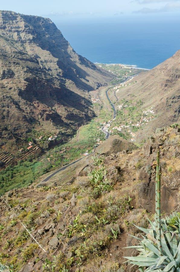 Landschapsmening over de vallei van Valle Gran Rey stock fotografie