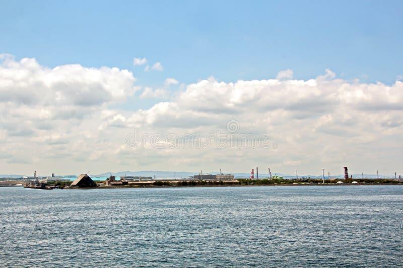 Landschapsmening van de kustlijn en de wateren van de haven de Baai van van Chiba, Tokyo japan stock foto's