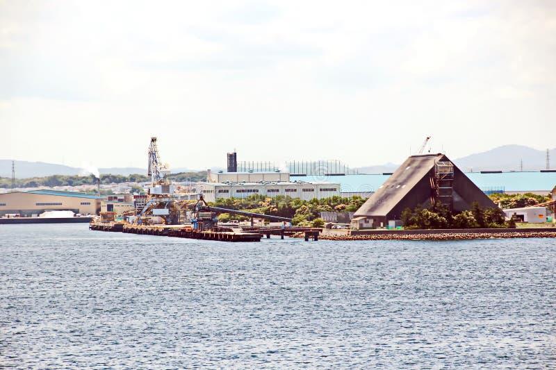 Landschapsmening van de kustlijn en de wateren van de haven de Baai van van Chiba, Tokyo japan stock fotografie