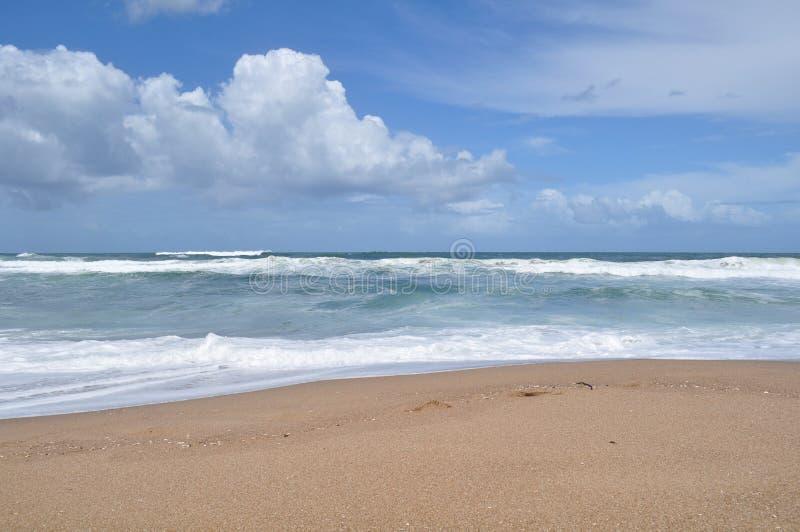 Landschapsmening van het strand van La Pedrera in Rocha, Uruguay stock foto's