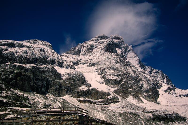 Landschapsmening van het zuidengezicht van Matterhorn stock foto
