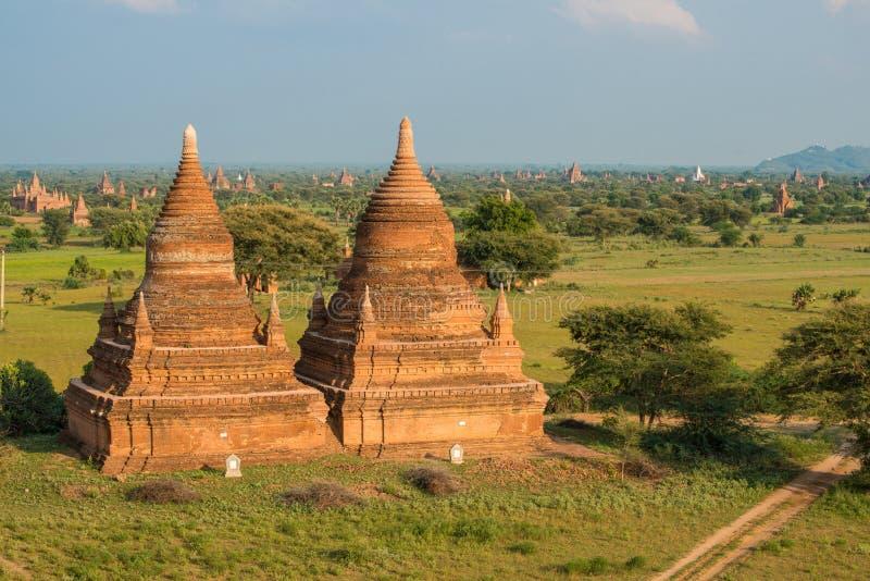 Landschapsmening van oude pagode in Bagan-vlaktes het oude koninkrijk van Myanmar royalty-vrije stock afbeelding