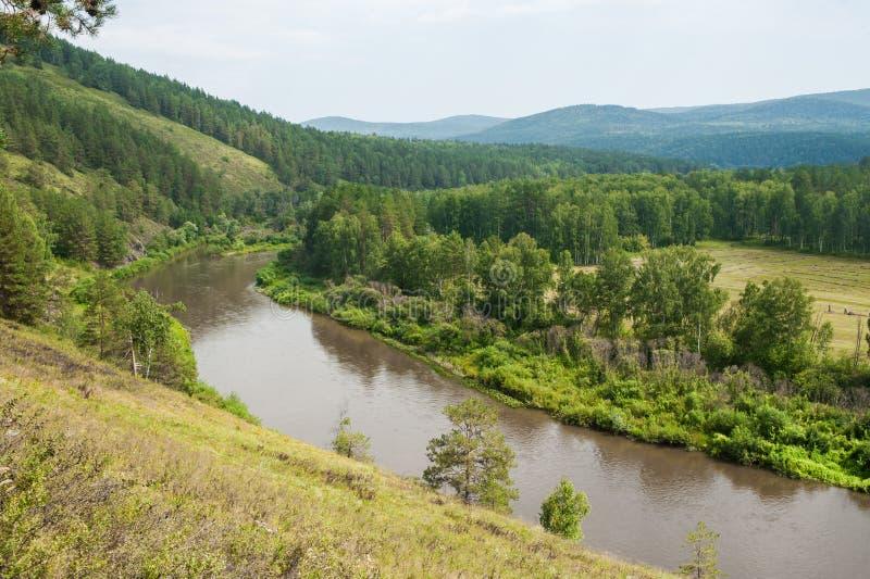 Landschapsmening van rivier Belaya stock fotografie