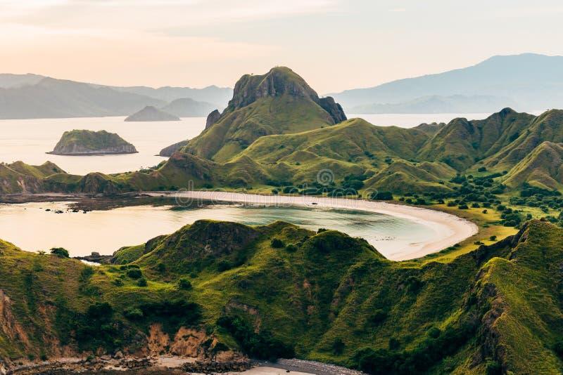 Landschapsmening vanaf de bovenkant van Padar-eiland in Komodo-eilanden, F royalty-vrije stock fotografie