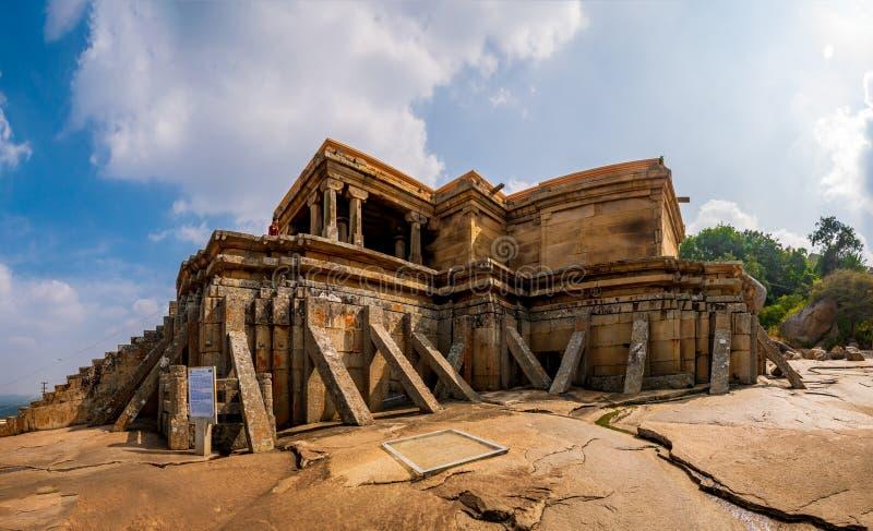 Landschapsweergave van de heuvel Vindyagiri & Kalyani van de heuvel Chandragiri van Shravanabelagola royalty-vrije stock fotografie