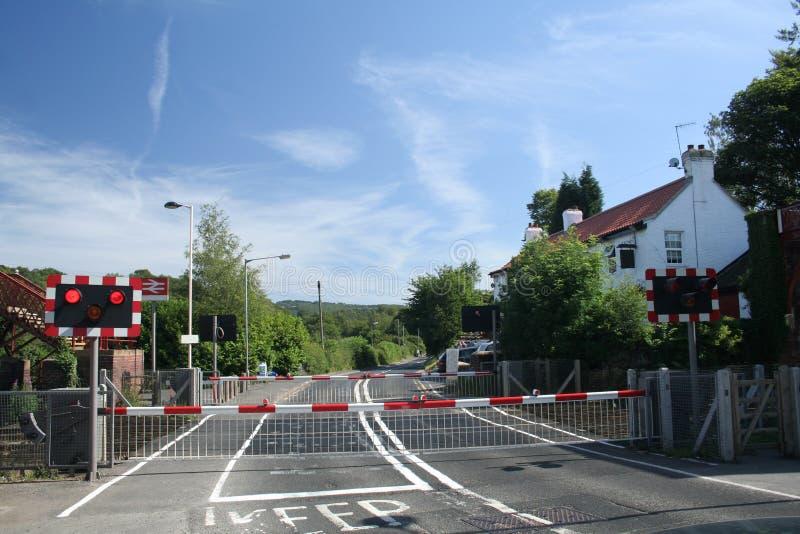 Download Landscrossingjärnväg arkivfoto. Bild av kors, lampa, trans - 982298