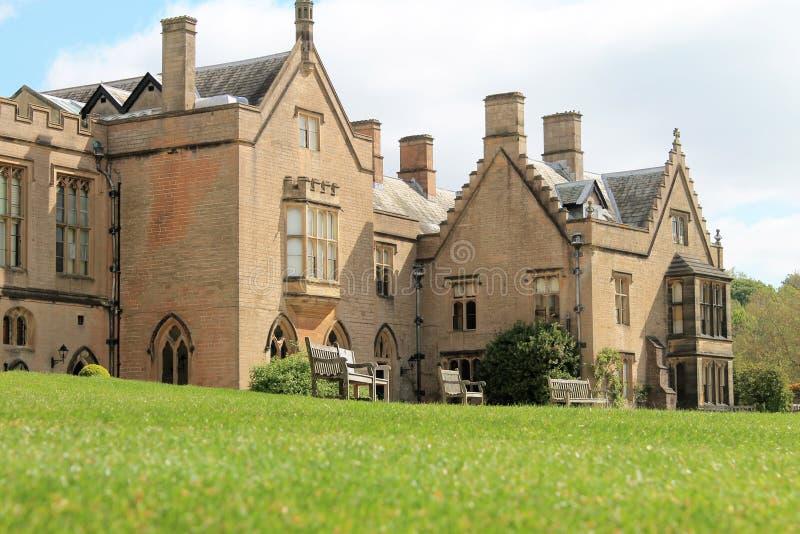 Landshus på den Newstead abbotskloster royaltyfri bild