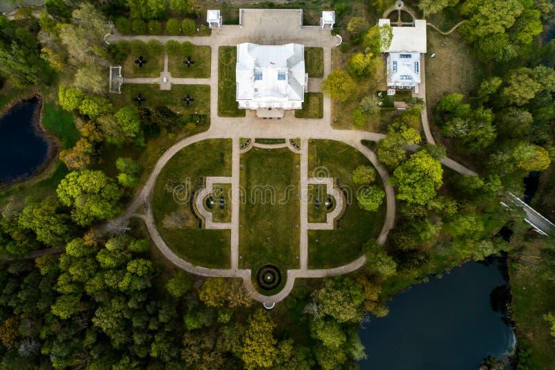 Landsitz nahe Trakai, von der Luftdraufsicht stockfoto