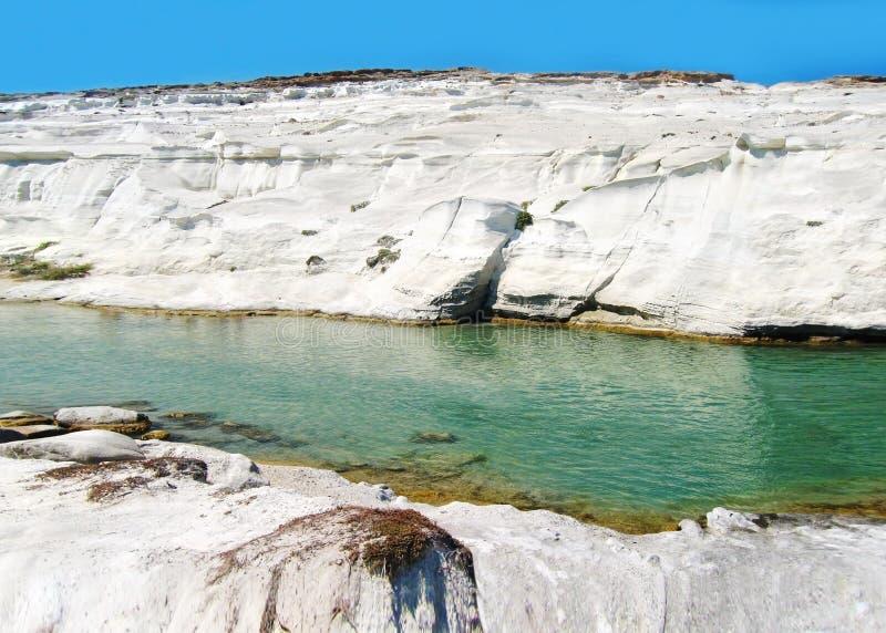 Landskap av ön Cyclades Grekland för Sarakiniko strandMilos royaltyfri foto