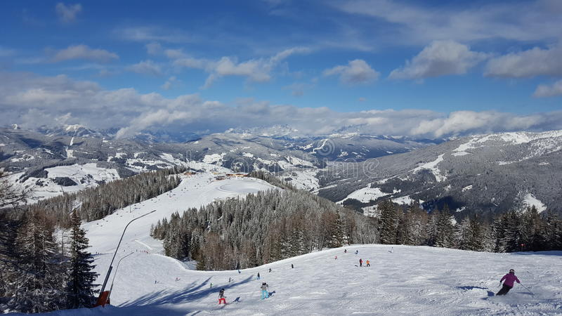 Landskap av Österrike i vinter arkivfoto