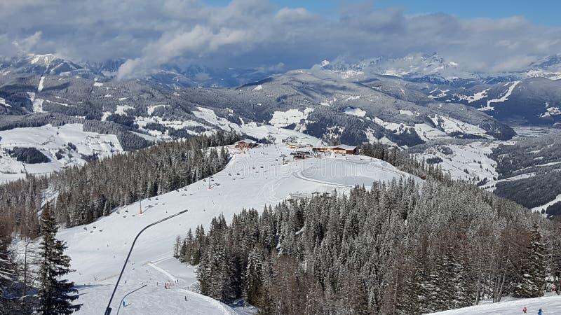 Landskap av Österrike i vinter royaltyfri bild