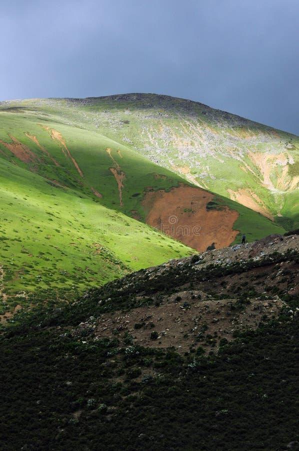 Landskap av berg i Tibet royaltyfria foton