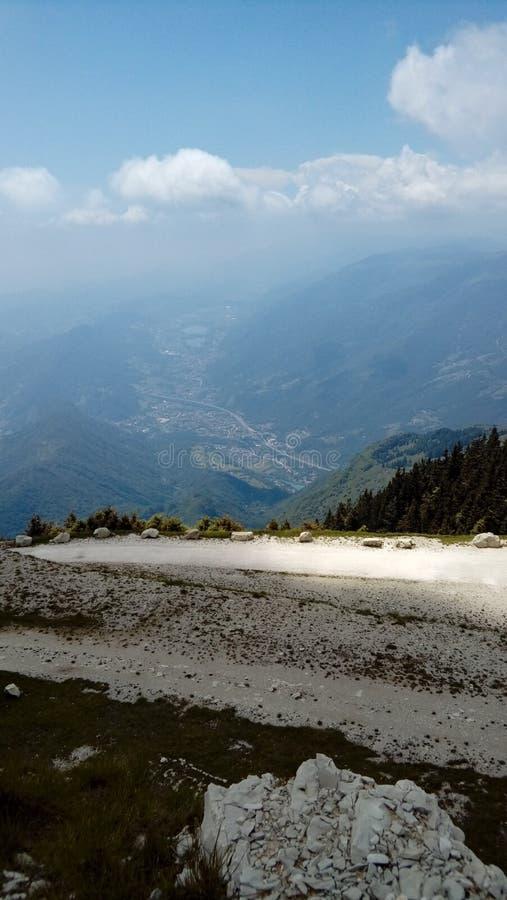 Landskap av bergnaturen royaltyfri foto