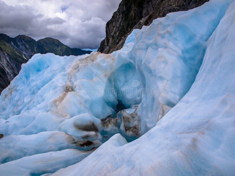 Landskap av blåa is och berg royaltyfri bild